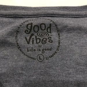 Life Is Good Tops - Life is Good Good Vibes Tee Size Large